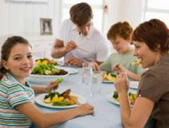 10 Great Reasons to Eat Dinner as a Family